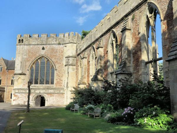The Bishop's chapel and ruined hall